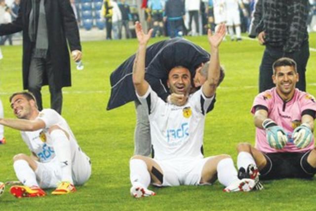 Betar Jerusalem players after win_370 (photo credit: Adi Avishai)