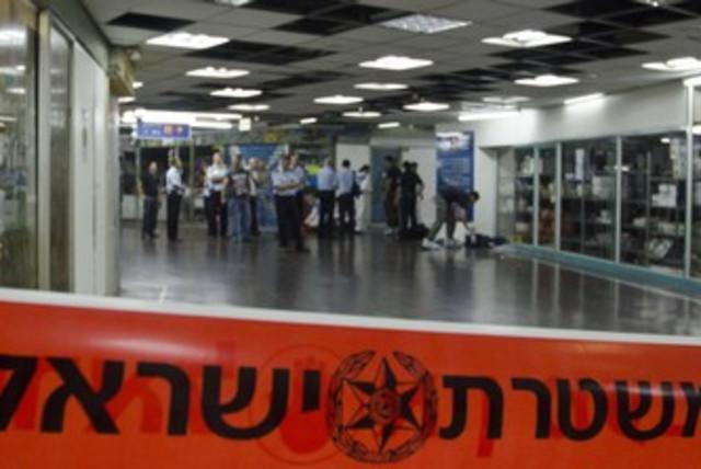 Police at Tel Aviv Central Bus Station 370 (photo credit: Ricardo Mallaco)