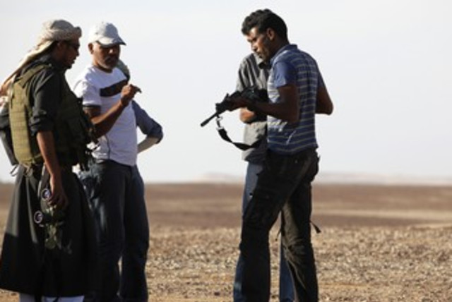 Beduins inspect their weapons in the Sinai Peninsula 370 (R) (photo credit: Asmaa Waguih / Reuters)