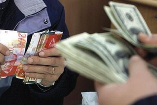 shekel versus dollar 370 (photo credit: REUTERS)