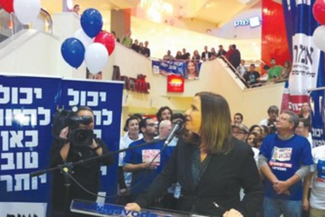 Labor's Yacimovich at Dizengoff Center campaign event 370 (photo credit: Lahav Harkov)