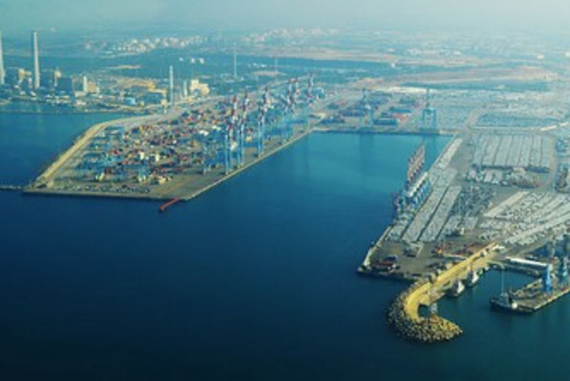 Ashdod port 370 (photo credit: Wikimedia Commons)