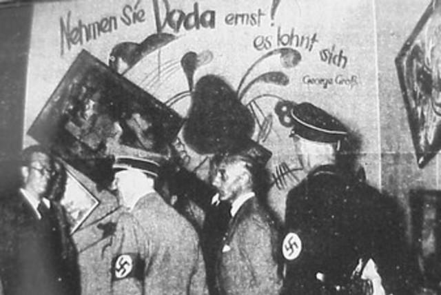 Hitler visits Degenerate Art exhibition 370 (photo credit: Wikimedia Commons)