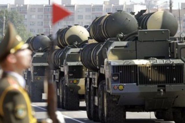 Belarusssian S-300 mobile missile launching systems drive through a military parade. [Illustrative] (photo credit: REUTERS)