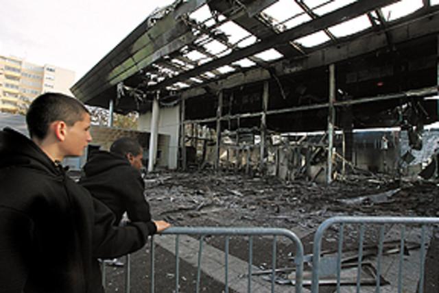 france riots 298.88 (photo credit: )