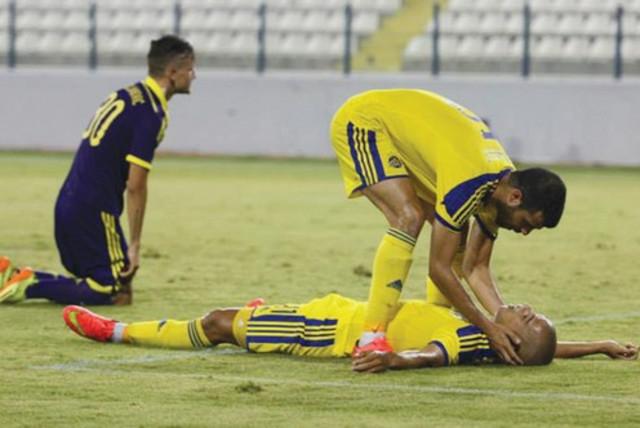 Maccabi Tel Aviv midfielder Eran Zahavi failed to lead the yellow-and-blue to the Champions League playoffs, with the Israeli champion drawing 2-2 with NK Maribor. (photo credit: MACCABI TEL AVIV WEBSITE)