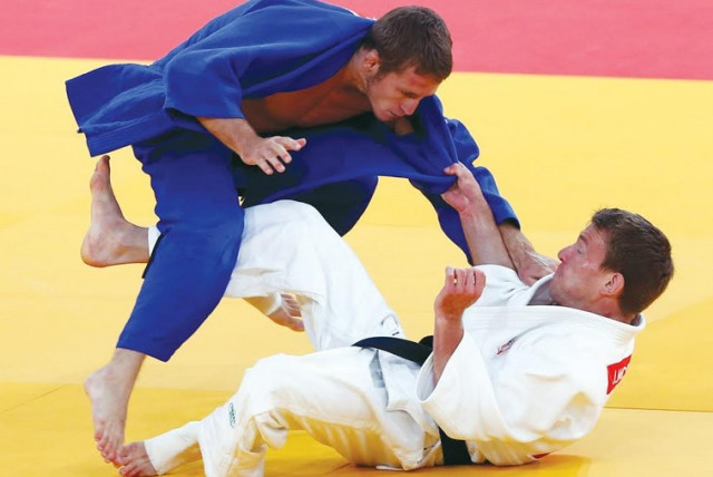 Israel's Tomy Arshanski (in the blue) just missed out on claiming a bronze medal at the World Judo Championships in Chelyabinsk, Russia yesterday. (photo credit: REUTERS)