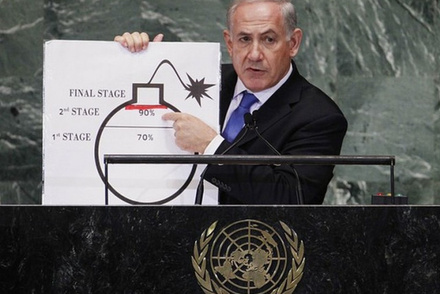 Prime Minister Binyamin Netanyahu points to a diagram of a bomb at the UN. (Credit: Reuters)