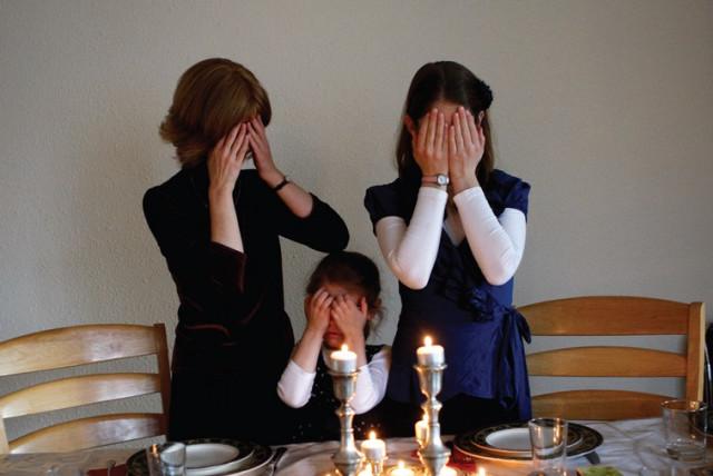 Women light candles for Shabbat (photo credit: REUTERS)
