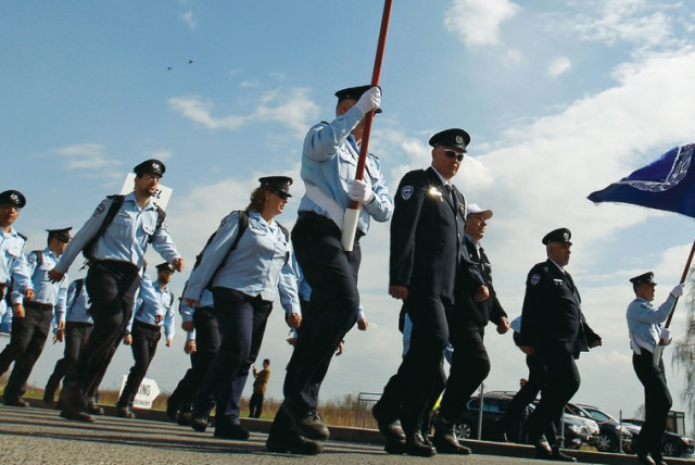 Police march on Remembrance Day. (photo credit: REUTERS)