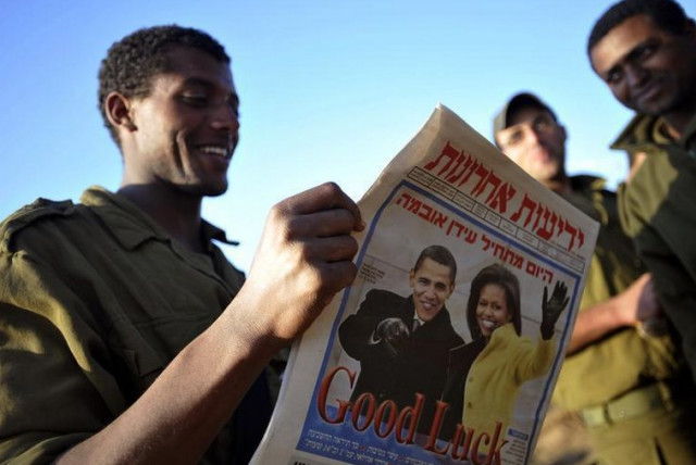 An Israeli soldier reads Yediot Aharonot (photo credit: REUTERS)