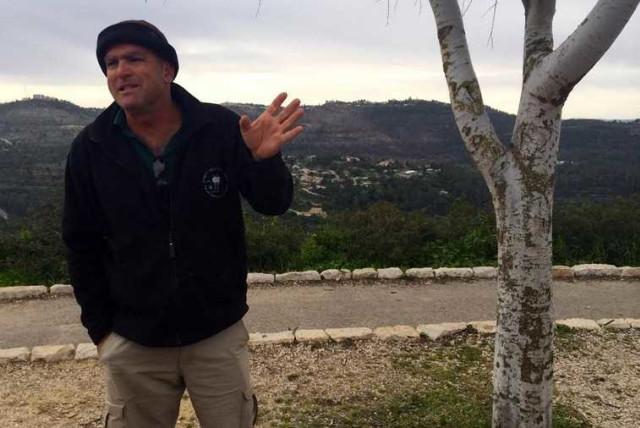 Amir Balaban, urban nature coordinator at SPNI, addressing journalists at Sataf about the multi-environmental organization covenant to combat construction in the Jerusalem Hills (photo credit: SHARON UDASIN)