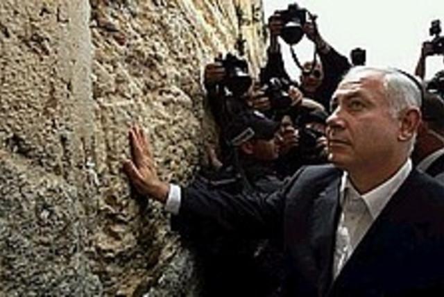 Netanyahu kotel 224 88 (photo credit: AP [file])