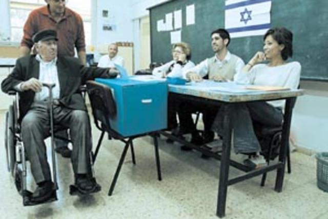 elderly voting 88 298 (photo credit: AP)
