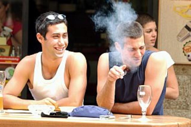 smokers 2 (photo credit: Ariel Jerozolimski)