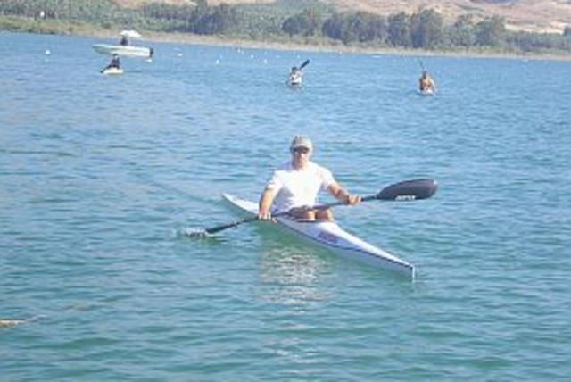 kayakers 298.88 (photo credit:)