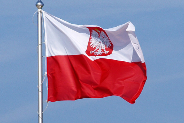 Flag of Poland, variant polish coat of arms. (photo credit: OLEK REMESZ/ WIKEPEDIA COMMONS)