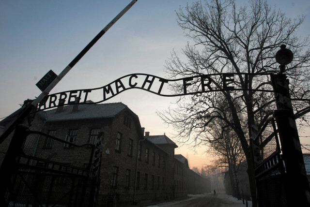 """The Nazi slogan """"Arbeit macht frei"""" (Work sets you free) is pictured at the gates of the former Nazi German concentration and extermination camp Auschwitz-Birkenau in Oswiecim, Poland January 27, 2017. (photo credit: AGENCY GAZETA/KUBA OCIEPA/VIA REUTERS)"""