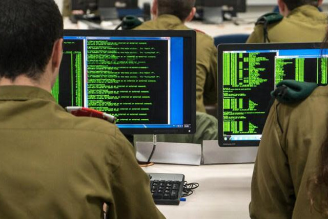 IDF recruits at the Military Intelligence language school (photo credit: IDF SPOKESPERSON'S UNIT)