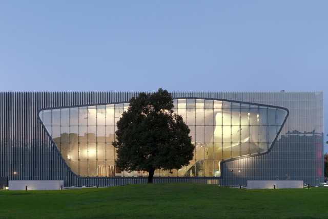 Museum of the History of Polish Jews in Warsaw building  (photo credit: Wikimedia Commons)