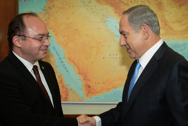 Prime Minister Benjamin Netanyahu meets with Foreign Minister of Romania Bogdan Aurescu in Jerusalem on October 20, 2015. (photo credit: GPO/KOBI GIDEON)
