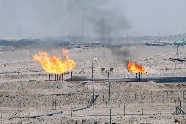 Excess gas is burnt off at a pipeline at the Zubair oilfield in Basra, Iraq August 9, 2017 (photo credit: ESSAM AL-SUDANI/ REUTERS)