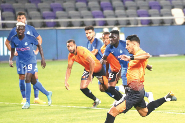 BNEI YEHUDA FORWARD Amit Zenati kicks a penalty that he converted for the decisive goal in the 79th minute of his team's 1-0 home victory over Ashdod SC on Sunday night in Israel Premier League action at Bloomfield Stadium. (photo credit: UDI ZITIAT)