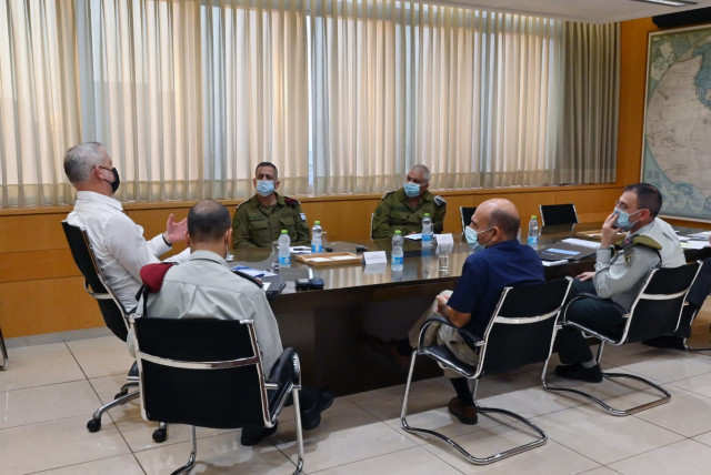 Defense Minister Benny Gantz met with Chief of Staff Lt.-Gen. Aviv Kochavi and members of the committee headed by Lt.-Gen (ret.) Shaul Mofaz, Nov. 11, 2020. (photo credit: DEFENSE MINISTRY)