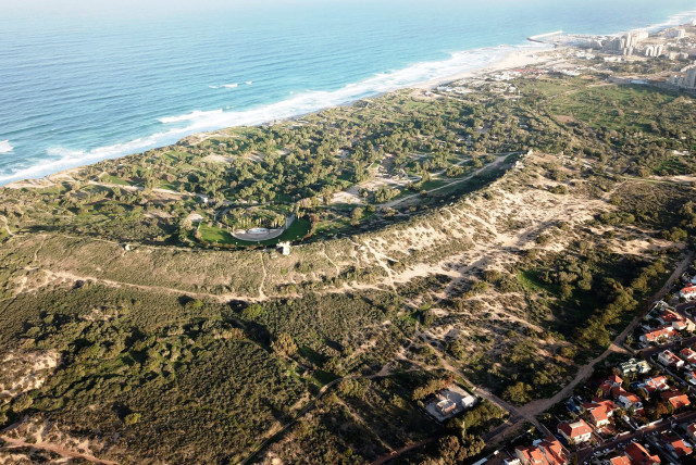 A view of the northwestern Ashkelon area. (photo credit: DR. RAFAEL LEWIS)