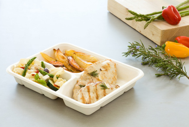 A compostable, single-use food tray made by W-Cycle