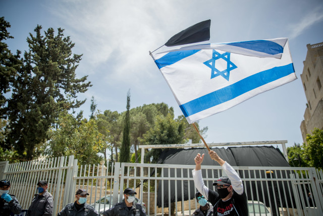 Israelis protest against government corruption and for democracy, outside the Prime Minister's Residence in Jerusalem on May 3, 2020
