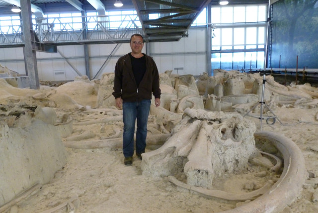 Prof. Ran Barkai at the Middle Pleistocene elephant butchery site of La Polledrara, Italy.