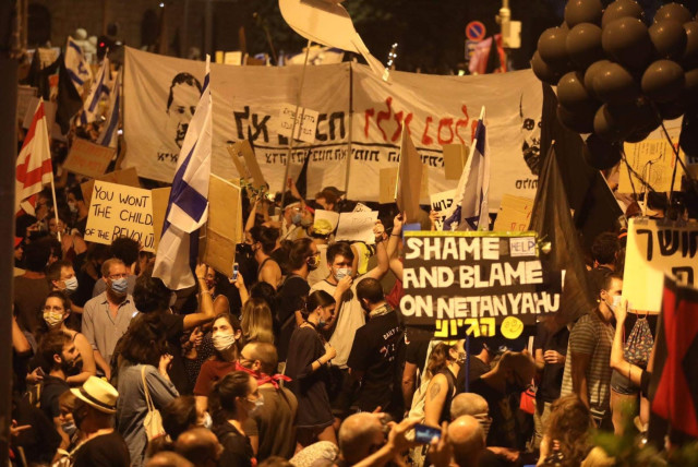 Protesters rally in front of Prime Minister Benjamin Netanyahu's Jerusalem residency, calling for his resignation.