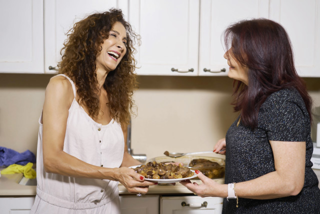 Pascale hosts singer Aviva Avidan in her kitchen.