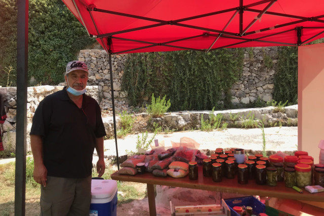 Naser Rabah and his wares. 'Farmers are not getting any support.' September 2020