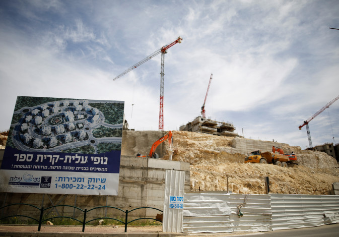 Construction in the settlement on Modi'in Illit