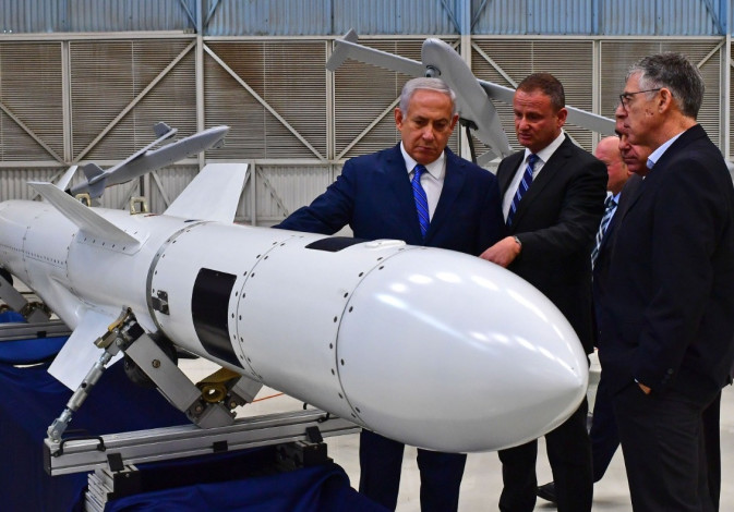Prime Minister Benjamin Netanyahu inspects a missile at Israel Aerospace Industries.