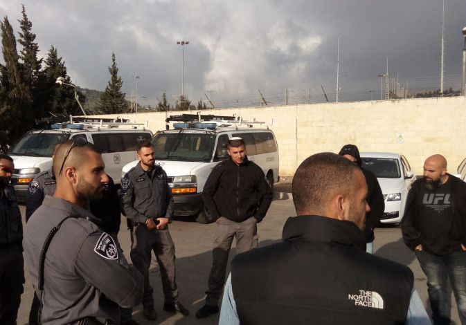 Border Police forces getting briefed before Passover