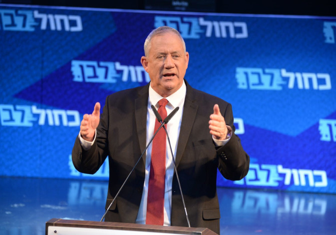 Blue and White leader Benny Gantz speaks at the final rally of his party before the election