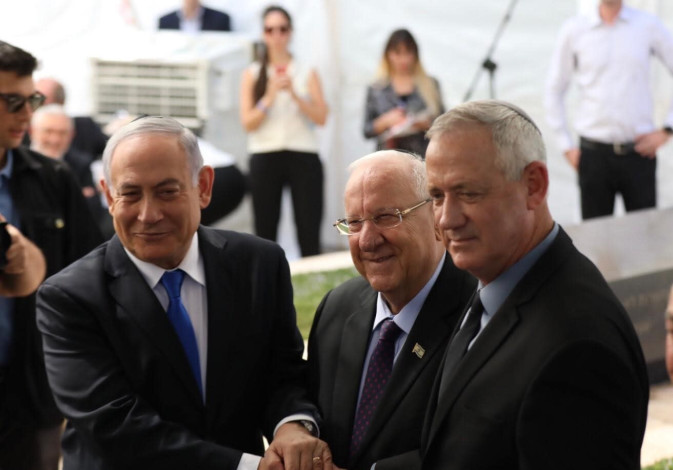 Pres. Reuven Rivlin has PM Netanyahu and Blue and White leader Gantz shake hands
