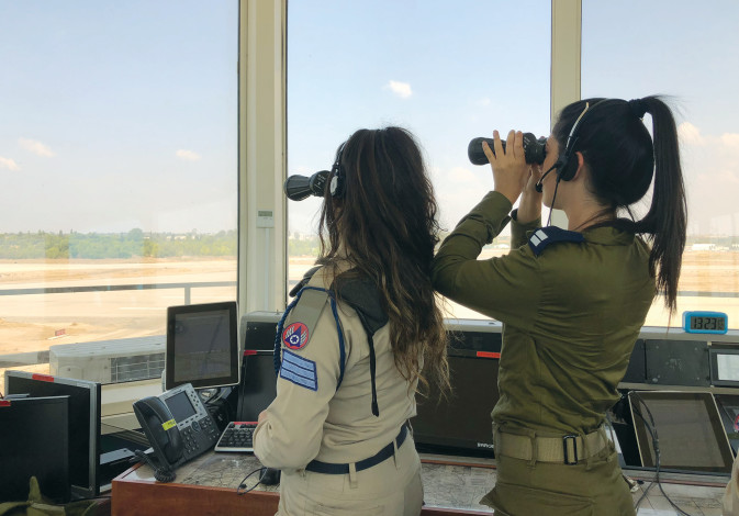 SEC.-LT. Yuval Yanovsky and Sgt. Gil Katzir on shift at the Hatzor Air Force Base.