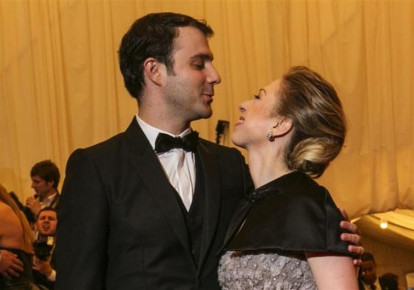 Chelsea Clinton and husband Marc Mezvinsky in 2013 (photo credit: REUTERS)