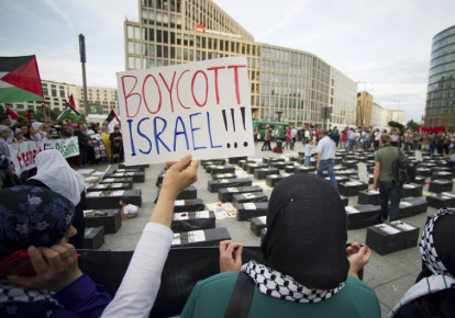 Protesters call for boycott of Israel [file] (photo credit: REUTERS)
