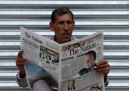 MAN in Pakistan reads a newspaper with news about the disqualification of Pakistani Prime Minister Nawaz Sharif by the Supreme Court.. (photo credit: REUTERS)