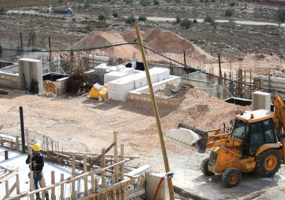 Building homes in Shiloh. (photo credit: MARC ISRAEL SELLEM/THE JERUSALEM POST)