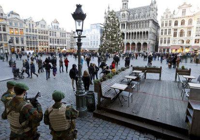 Belgian soldiers stand guard on Brussels' Grand Place (photo credit: REUTERS/FRANCOIS LENOIR)