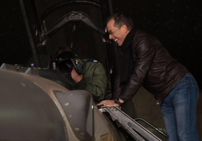Jerry Seinfeld visiting an Israeli Air force base, January 2, 2018 (photo credit: IDF SPOKESPERSON'S UNIT)