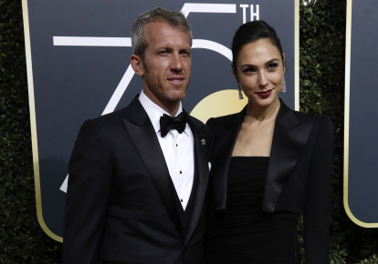 Actress Gal Gadot and her husband, Yaron Versano, at the 75th Golden Globe Awards on January 7, 2018. (photo credit: REUTERS/MARIO ANZUONI)