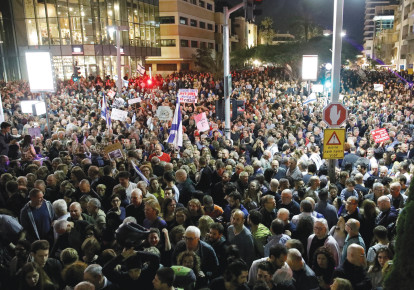 Thousands take part in a protest against alleged government corruption, in Tel Aviv, on December 2, 2017 (photo credit: AMIR COHEN/REUTERS)