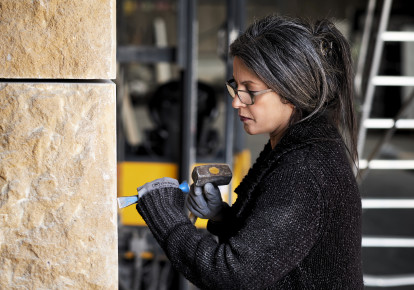 Anat Ratzabi, the artist, working on the monument to the murdered Jews of The Hague (photo credit: PIET GISPEN PHOTOGRAPHY/THE HAGUE)
